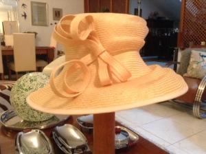 peach hat